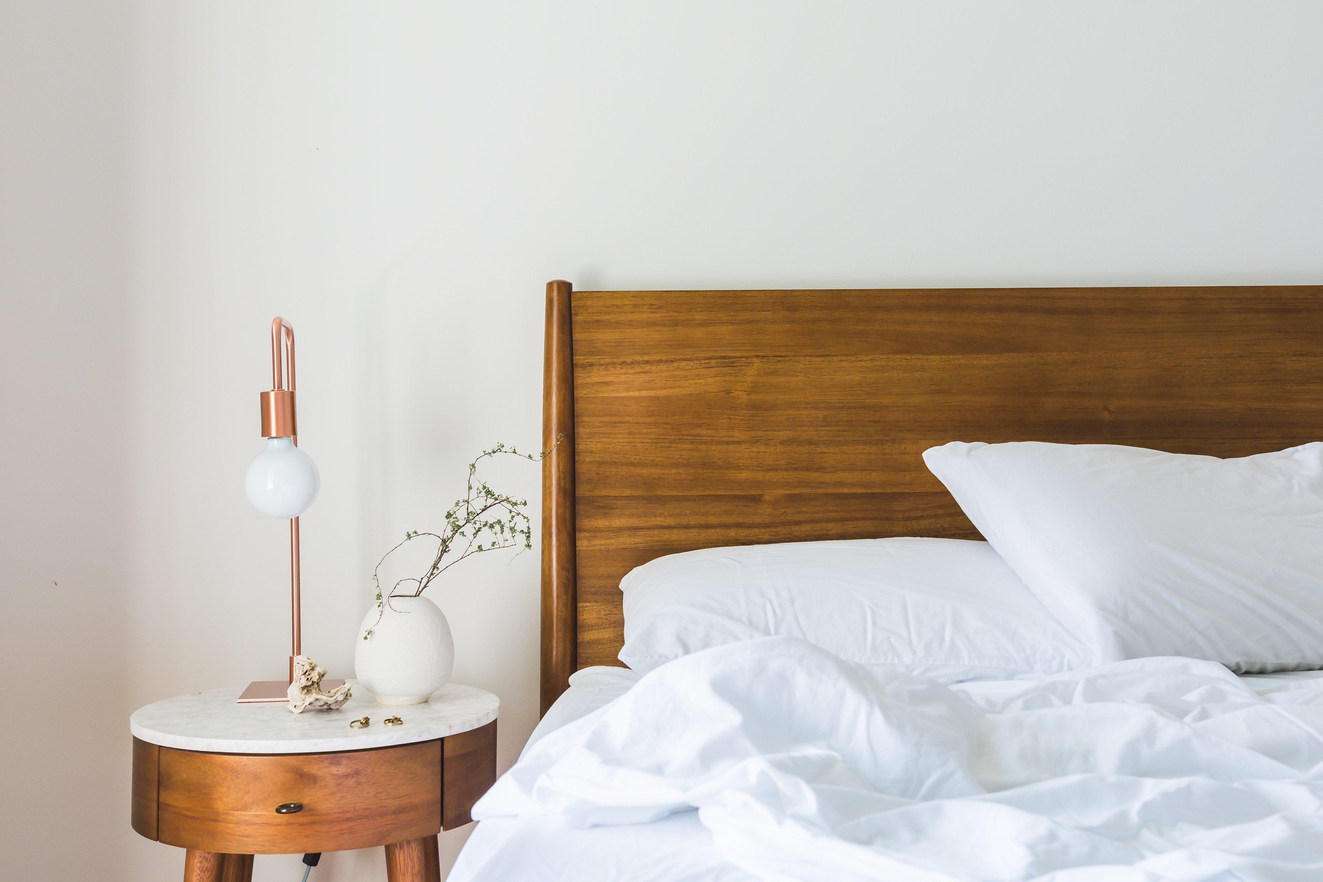 Maak je slaapkamer sfeervol met houten jaloezieën